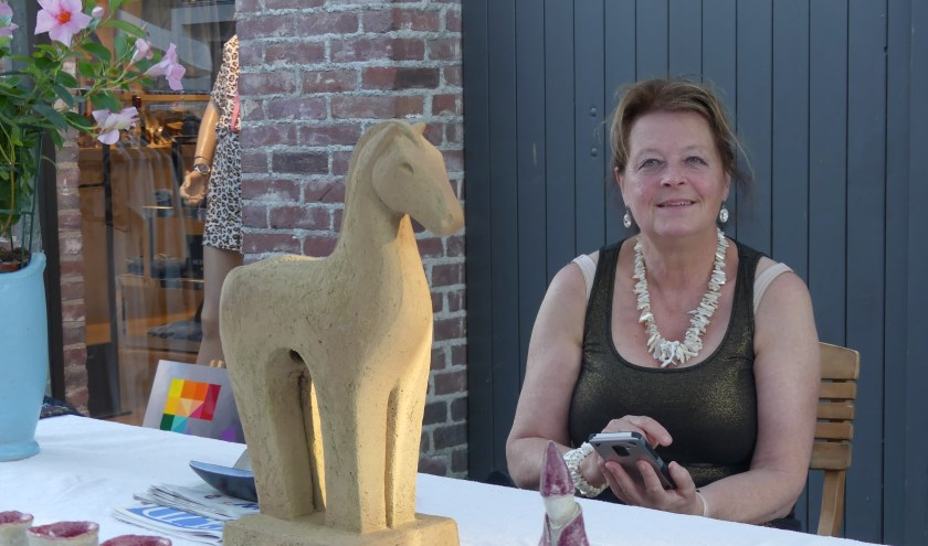 Op zaterdagmiddag 22 juni gaat de twaalfde editie van het alom bekende SumMmertimfestival in het hartje van Gennep van start met kunst (foto) en muziek.