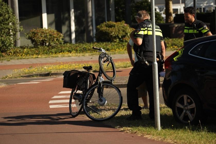 Gewonde bij ongeval op rotonde Euterpelaan. (Foto: Gabor Heeres / Foto Mallo)