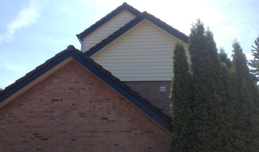 Remo Improve heeft een speciaal systeem ontwikkeld om houten boeiboorden, dakkapellen, dakgoten, windveren en met schrootjes beklede gevels te bekleden.