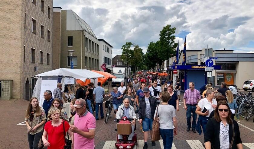 Cuijk Keigoed trok andermaal duizenden bezoekers naar het centrum van Cuijk. (foto: Ten Haaf Fotografie)