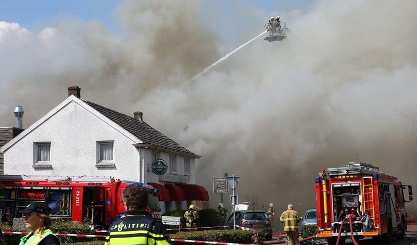 Grote brand in Berghem. (Foto: Charles Mallo / Foto Mallo)