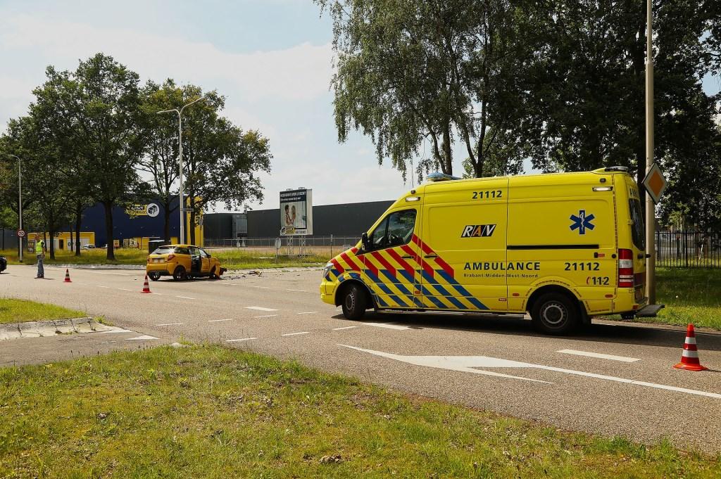 Gewonde bij ongeval tussen brommobiel en bestelbus. (Foto: Gabor Heeres / Foto Mallo)  © Kliknieuws Oss