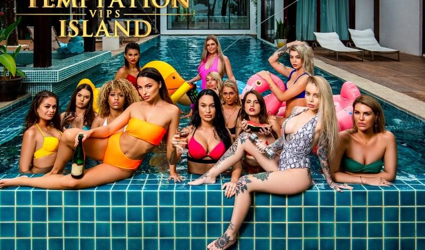 De verleidsters van Temptation Island VIPS. Links de Osse Lisa. (Foto: Ben Zander - Raw Productions)