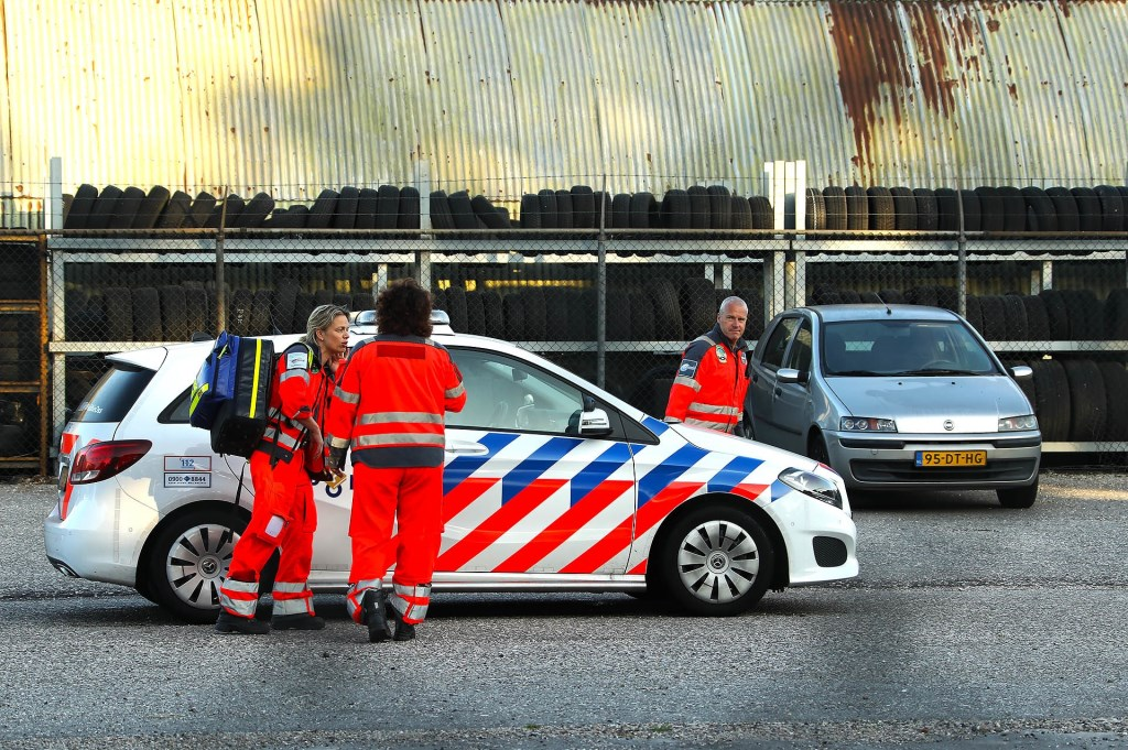 Gewonde bij ongeluk bedrijf aan de Maaskade. (Foto: Gabor Heeres / Foto Mallo)  © 112 Brabantnieuws