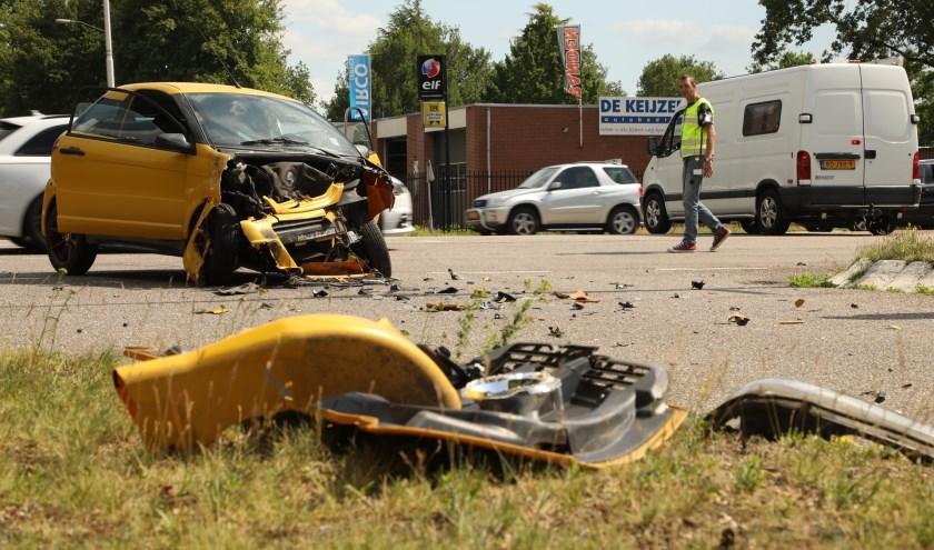 Gewonde bij ongeval tussen brommobiel en bestelbus. (Foto: Gabor Heeres / Foto Mallo)