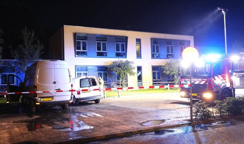 Bestelbusjes in brand in de Verdistraat. (Foto: Gabor Heeres / Foto Mallo)