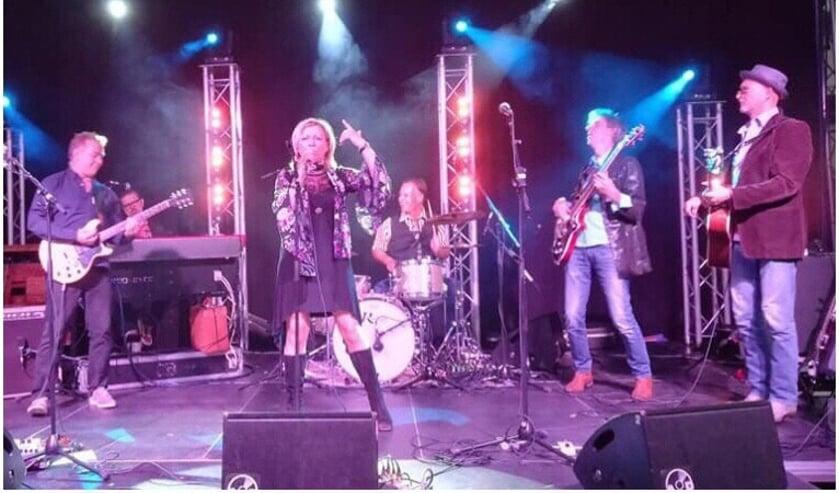 De Hello Goodbye Band tijdens het optreden in Boxmeer in 2018.