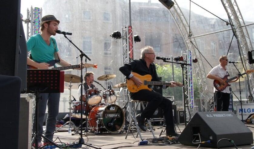DutchRoses heeft een breed repertoire van voornamelijk golden oldies.