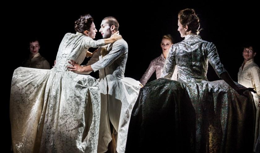 Het Scapino Ballet met het barokspektakel Pearl.