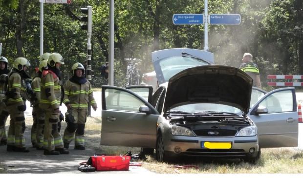 Autobrand op de Ruwaardsingel. (Foto: Thomas)  © 112 Brabantnieuws