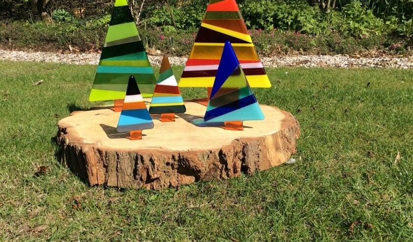 Antoinette Dietz laat haar fantasie de vrije loop als ze bezig is met haar glaskunst.