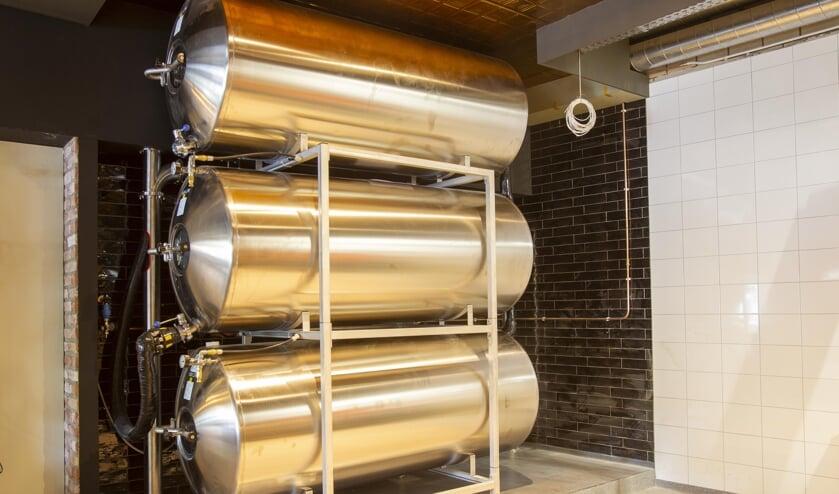 Drie rvs watergekoelde 1000 liter tanks sieren de ruimte (foto: Ad van de Graaf)