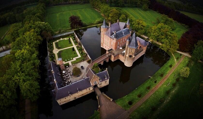 Kasteel Heeswijk gefotografeerd met een drone.
