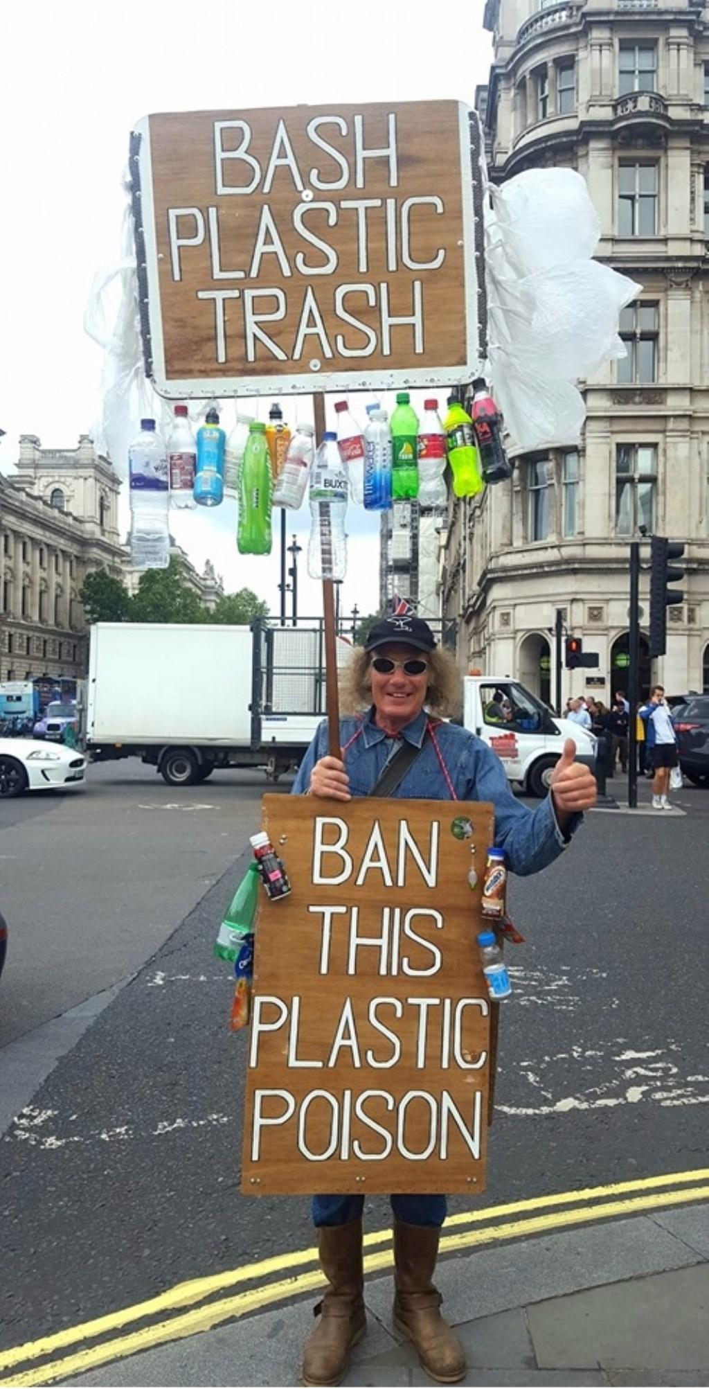 Karen Raatsie kwam tijdens haar vakantie in Engeland en hier een dagje in Londen deze man tegen. © Kliknieuws Uden