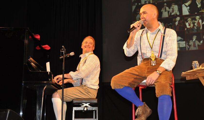 Cabaretduo Jut en Jul kiest tijdens de pronkzitting van SCM 't Gèrmelaand de Millenaar van het jaar.