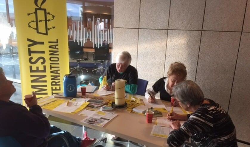 Amnesty Grave stopt met alle activiteiten, waaronder het bekende brieven schrijven.