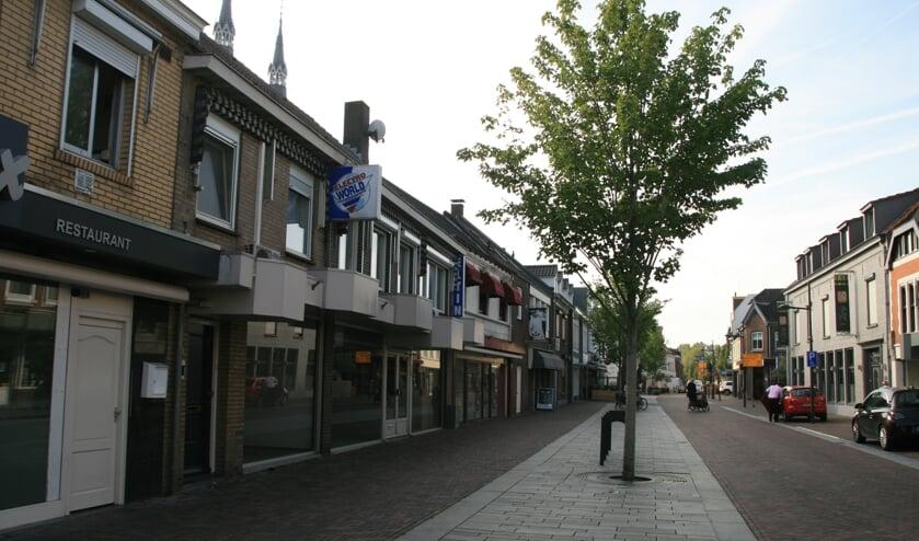 Het oude pand van Eltink aan de Grotestraat in Cuijk wordt verbouwd.