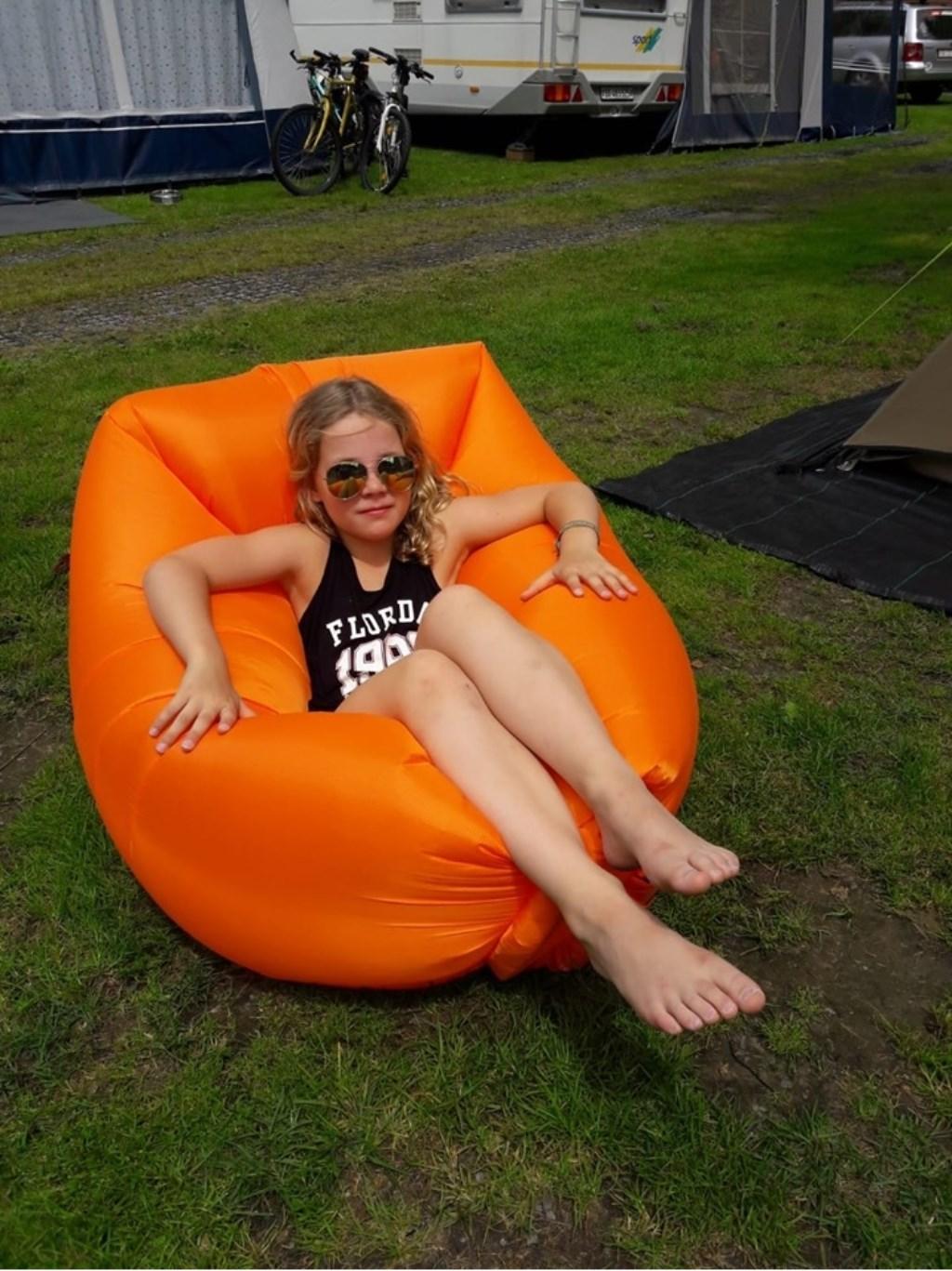 """""""Relaxen, zoals het hoort op vakantie"""", aldus Isabel Daalman. © Kliknieuws Uden"""