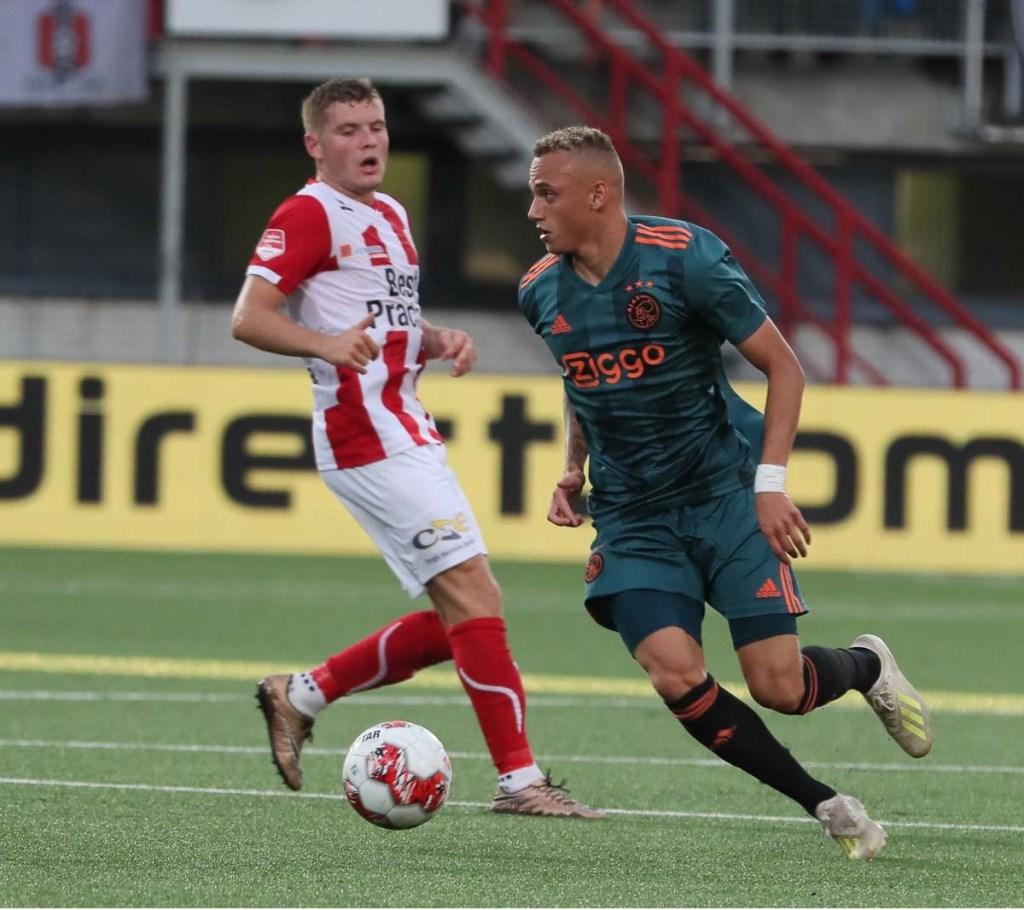 TOP Oss won van Jong Ajax. (Foto: Hans van der Poel)  © Kliknieuws Oss