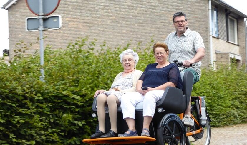 Dankzij de riksja kunnen mensen die niet meer zelfstandig kunnen fietsen, toch weer op pad.