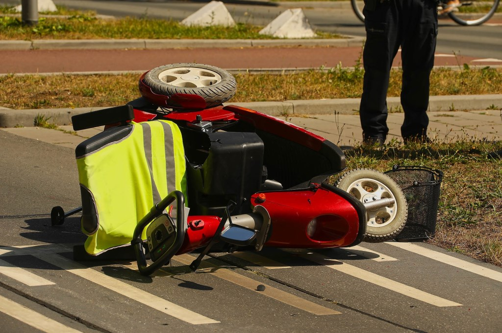 Bestuurder scootmobiel gewond bij ongeval in Oss. (Foto: Gabor Heeres / Foto Mallo)  © 112 Brabantnieuws