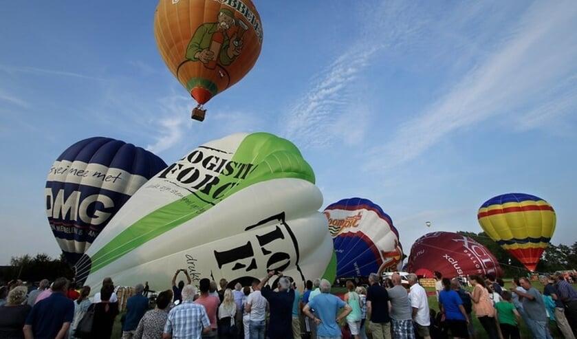 Er gaan de 24ste veel ballonnen de lucht in.