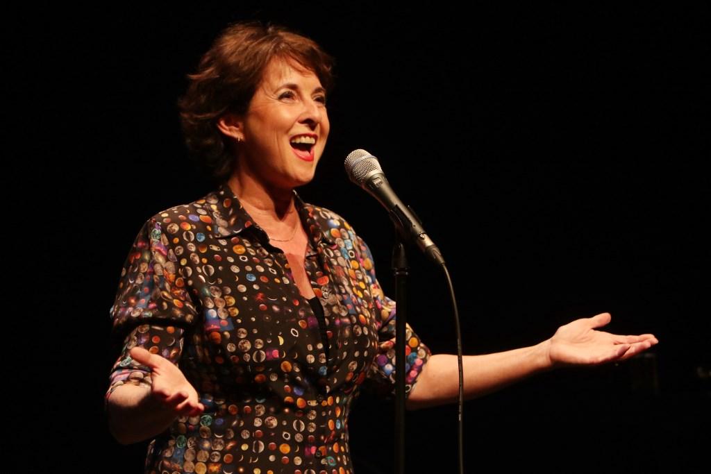Anne Mieke Ruyten brengt gevoelige liederen.  © Kliknieuws De Maas Driehoek