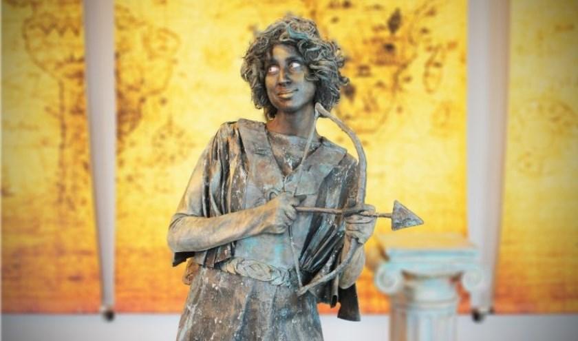 Cupido is aanwezig tijdens het Living Statues Festival.