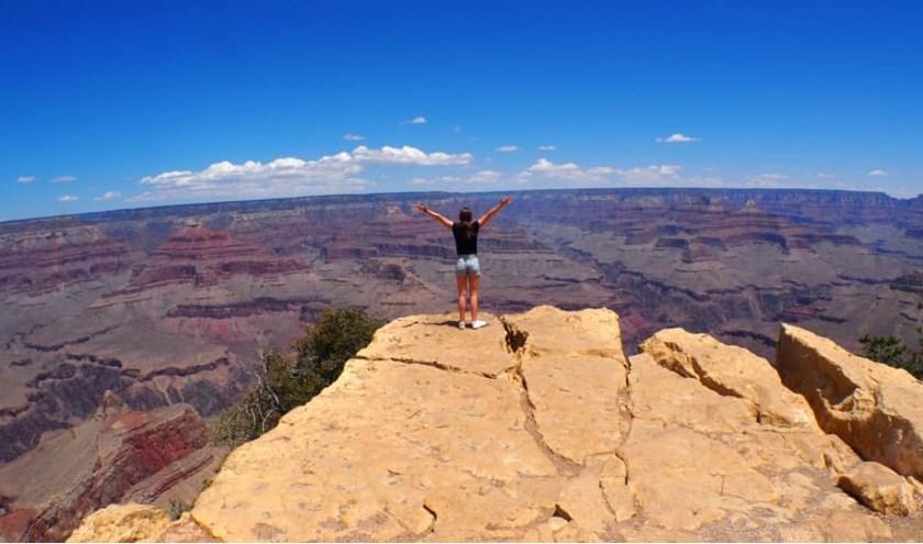 """Carla Claessen maakte een reis naar Amerika. Deze foto is gemaakt bij de Grand Canyon. """"Oneindig"""", schrijft ze erbij."""