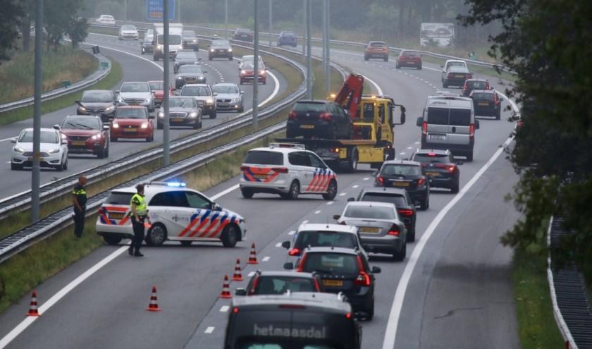Lange file op de A73 bij Cuijk.