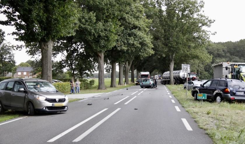 Twee gewonden bij aanrijding tussen drie auto's op N271.