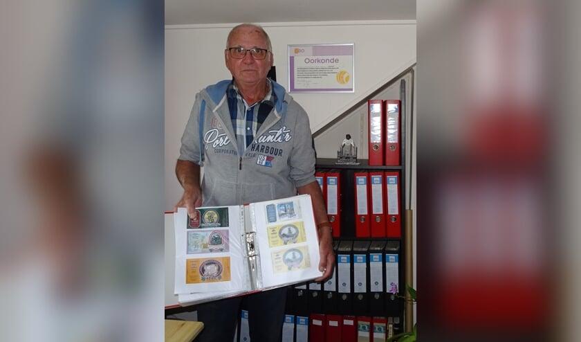Frans de Visser schat dat hij inmiddels tussen de 75.000 en de 80.000 bieretiketten heeft.