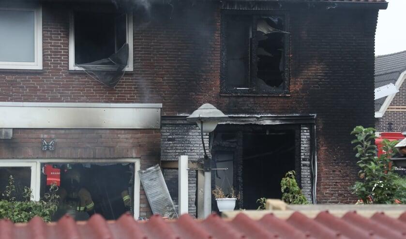 Woning uitgebrand in Teugenaarsstraat. (Foto: Gabor Heeres / Foto Mallo)