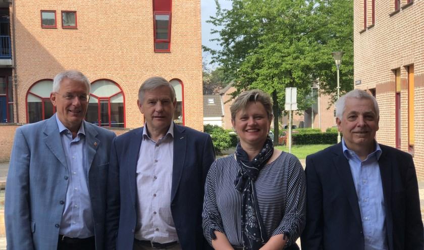 Het Gennepse college van B en W kort na de laatste gemeenteraadsverkiezingen.  (foto: Jos Gröniger)