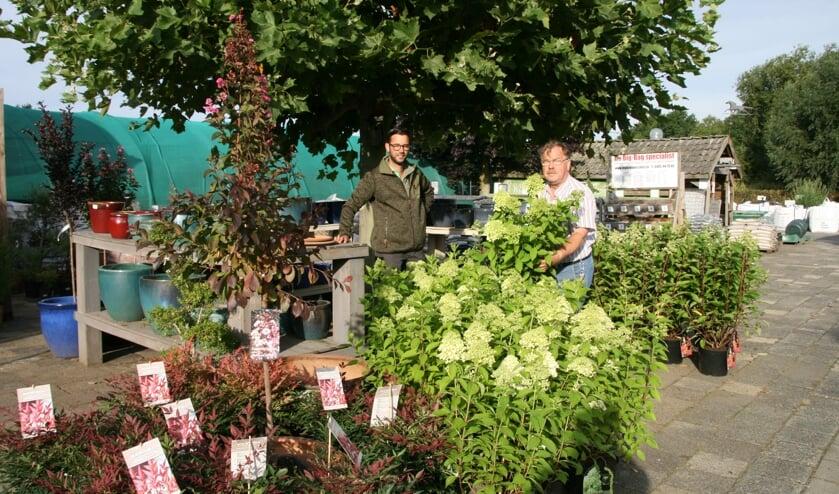 Martijn en Jan van de Hulsbeek. 'Er is in deze regio behoefte aan een goed tuincentrum.'
