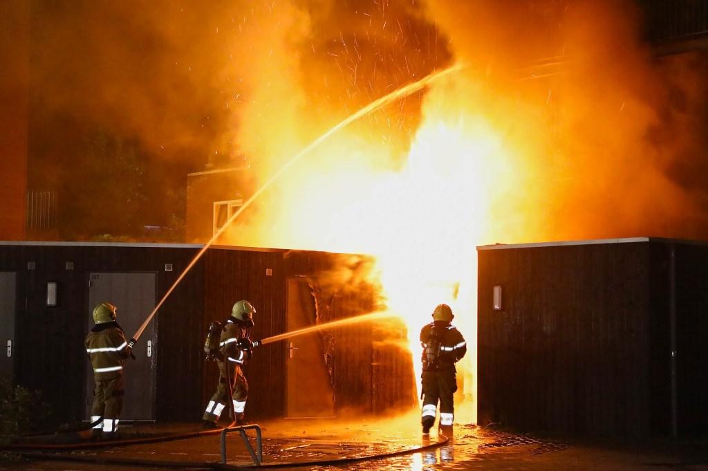 Appartementen in Berghemseweg verwoest door brand. (Foto: Gabor Heeres / Foto Mallo)  © Kliknieuws Oss