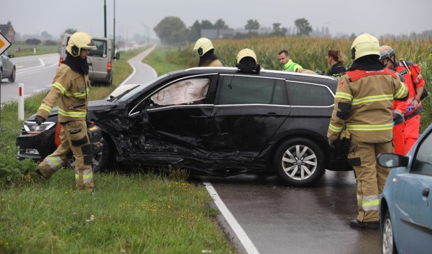 Ongeval op de kruising John F. Kennedybaan / Frankenbeemdweg. (Foto: Gabor Heeres / Foto Mallo)  © 112 Brabantnieuws