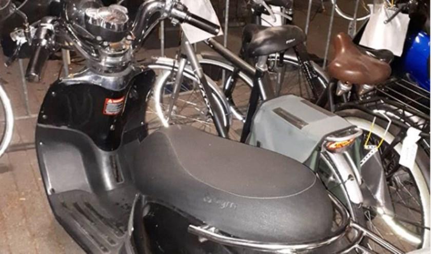 De scooter. (Foto: wijkagenten Schadewijk, Instagram)