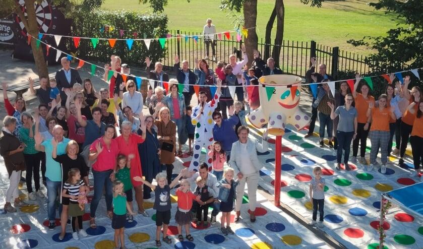 Speel-Leer-Centrum 't Heibosch werd geopend door een levensgroot spelletje Twister.