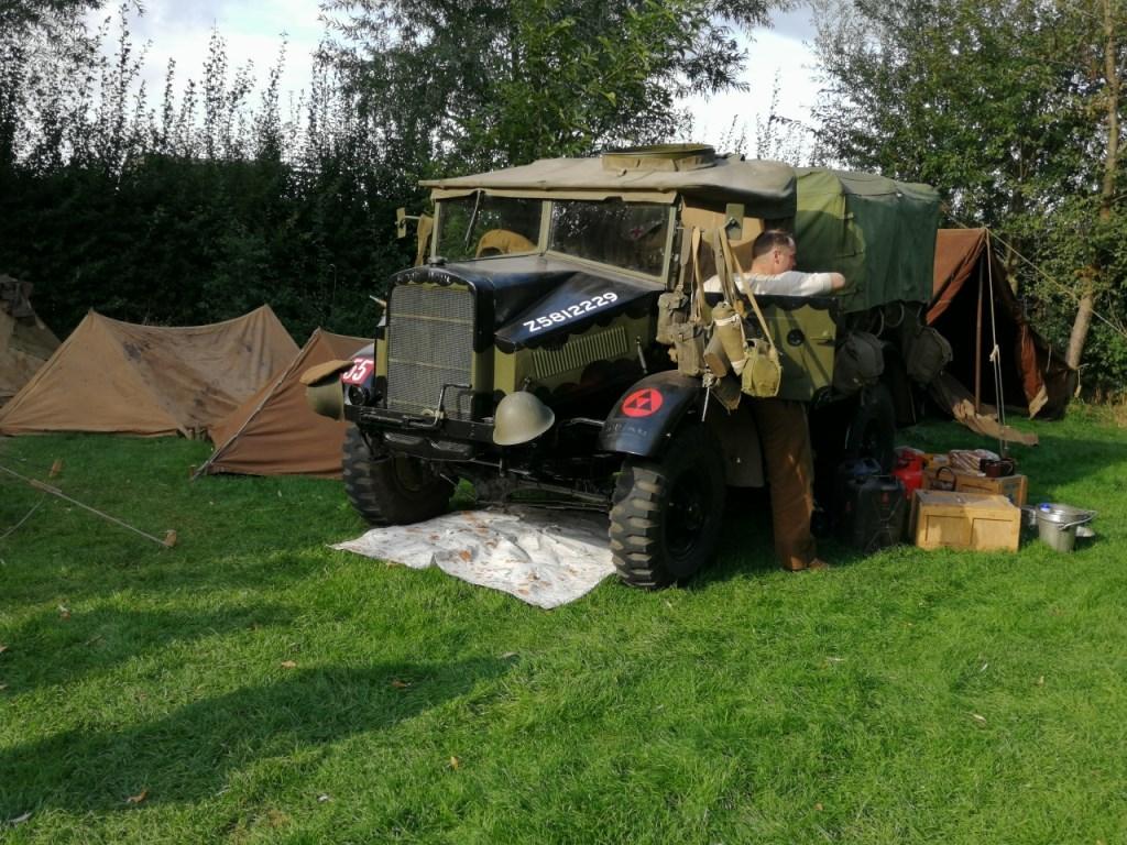Militaire voertuigen in Megen.  © Kliknieuws Oss