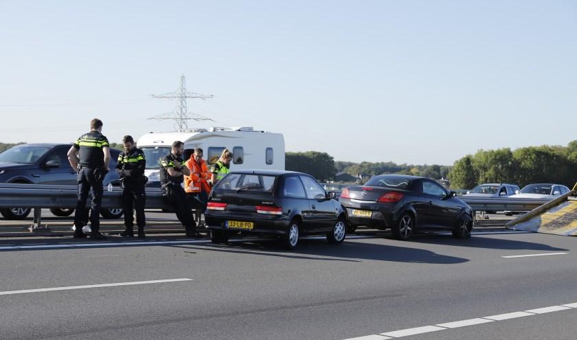 Chaos op A73 na ongeluk op Maasbrug, een gewonde naar het ziekenhuis.
