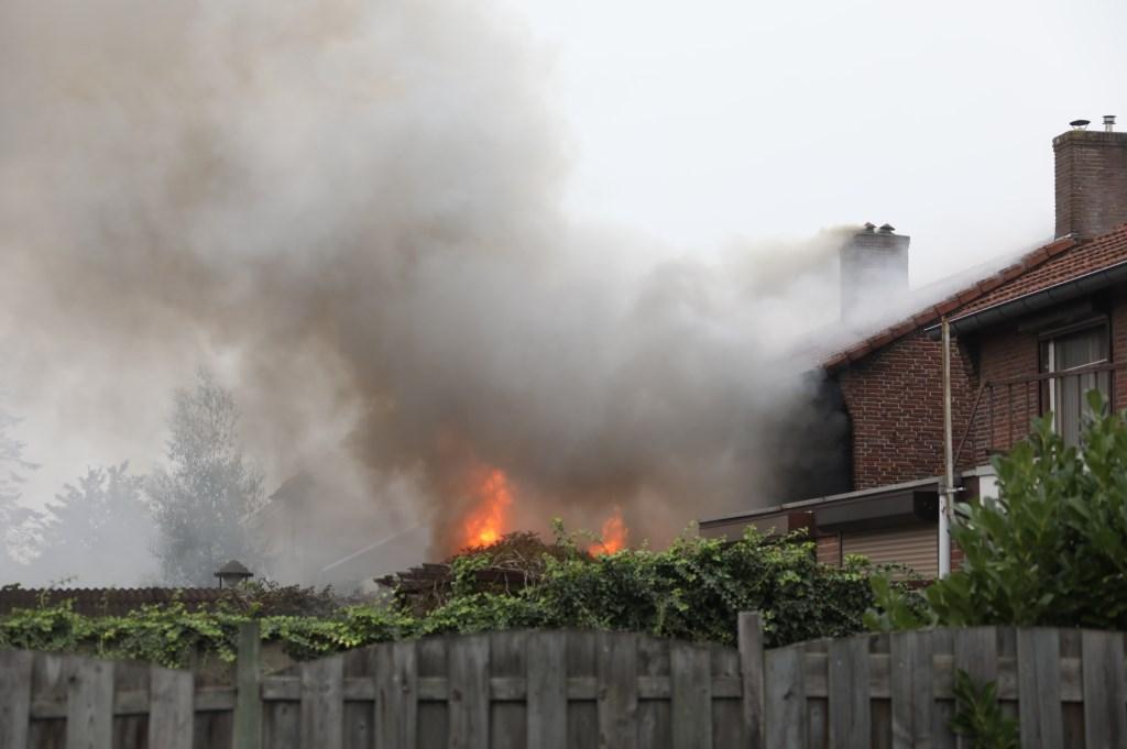 Woning uitgebrand in Teugenaarsstraat. (Foto: Gabor Heeres / Foto Mallo)  © 112 Brabantnieuws