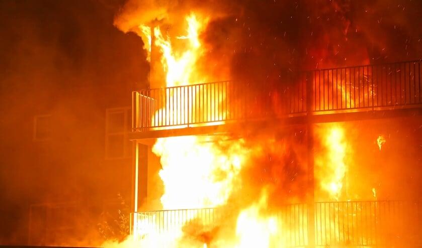 Appartementen in Berghemseweg verwoest door brand. (Foto: Gabor Heeres / Foto Mallo)
