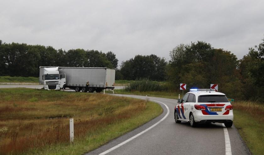Vrachtauto in de problemen op toerit N271.
