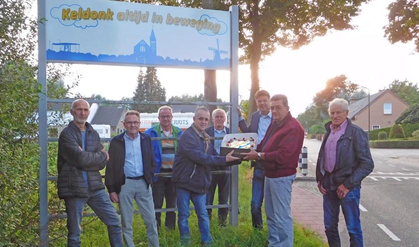Ondernemersvoorzitter Rien van den Boom had voor de gelegenheid een speciale taart laten maken die hij de aanwezigen aanbood.