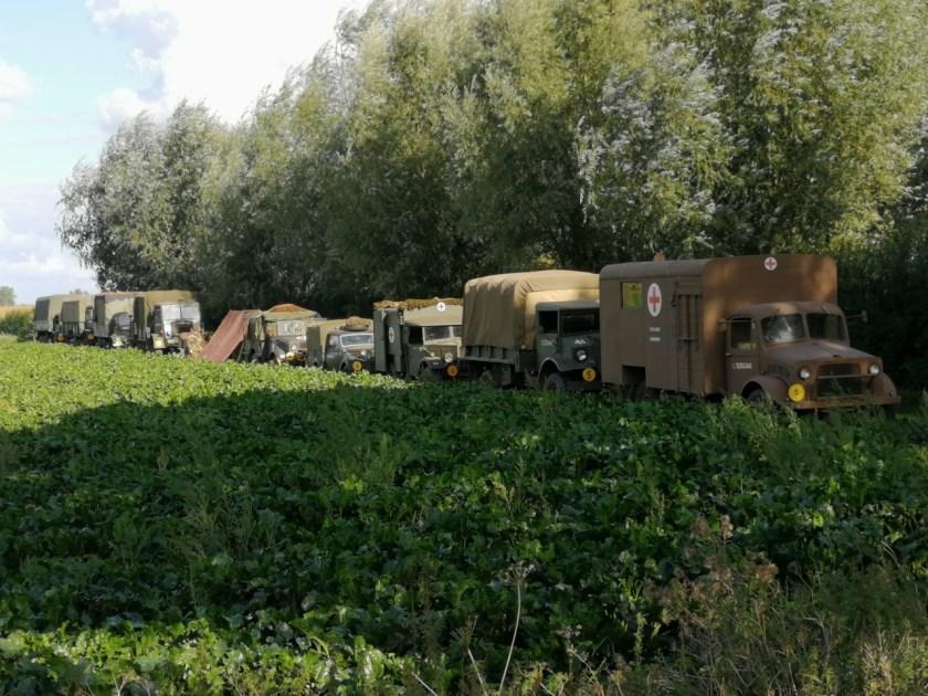 Militaire voertuigen in Megen.