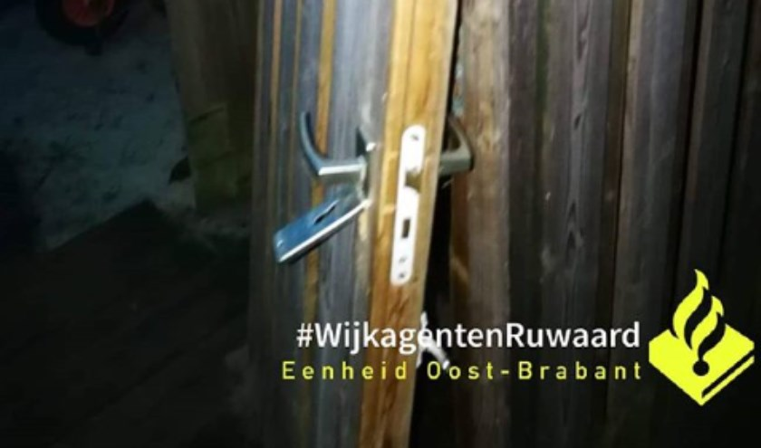 De poort in de Wagenaarstraat. (Foto: Instagram wijkagenten Ruwaard)