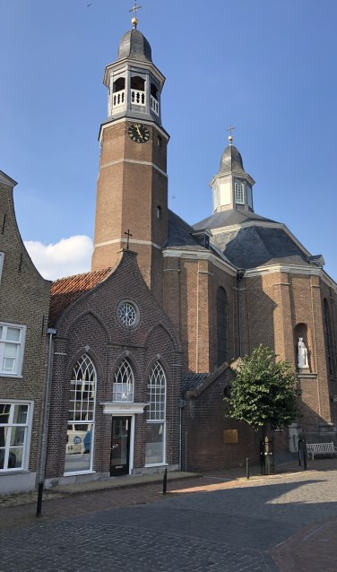 De Luciakerk in Ravenstein.