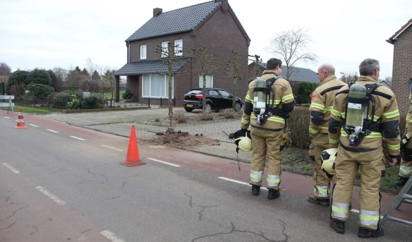 De brandweer in Geffen na opnieuw een gaslek. (Foto: Gabor Heeres, Foto Mallo)