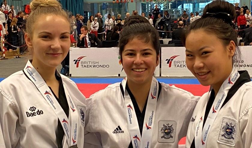 Andrea (links) en de andere twee dames uit het team.